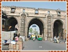 Teen Darwaja - Places to Visit & Tourist Attractions in Ahmedabad